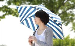 「ジーンズにあうカジュアルな日傘」をピックアップしました。