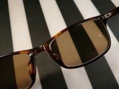 光が眩しい人にオススメ!JINSの眼鏡レンズ3種類の違いと、悩みに合った選び方